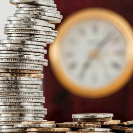 Bild mit Euromünzen zur Unternehmensbewertung mit Multiples